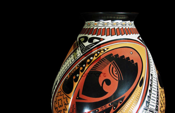ceramique art mexicain mata ortiz vase couleurs sur fond noir