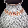 vase mosaique terre et blanc art mexicain mata ortiz